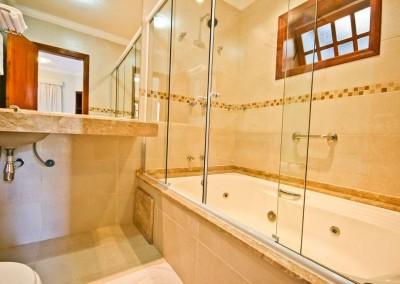 Banheira c/ Hidromassagem Apartamento Especial Externo - Pousada Campos de Provence